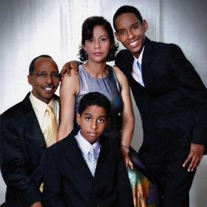 foto Apolinar Ramos junto a su familia